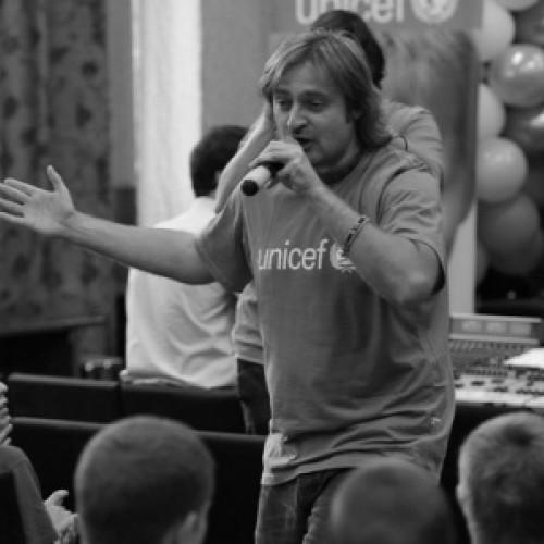 Владимир Пугач и дети, вступившие в конфликт с законом, записали песню