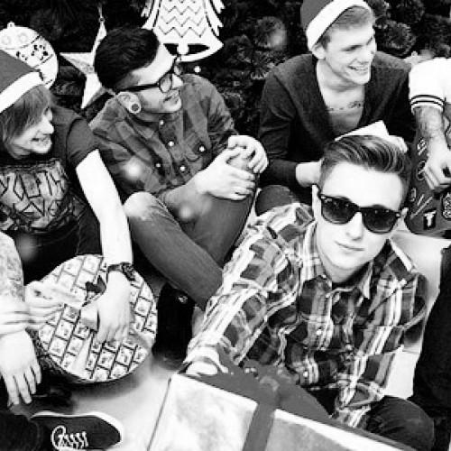 Группа Aspirin Rose записала новогоднюю песню