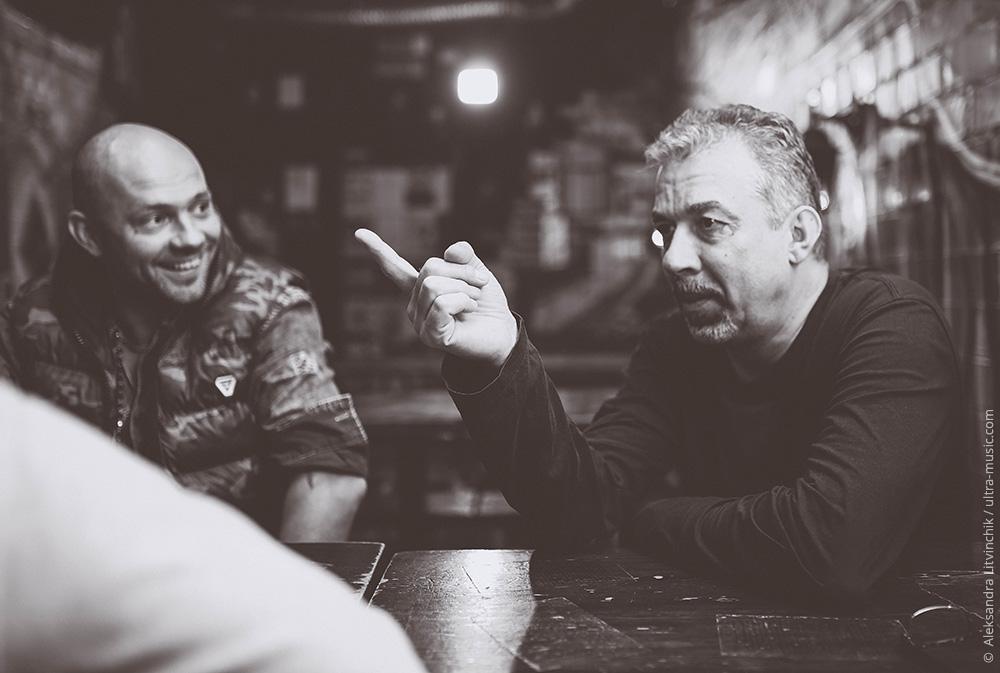 Игорь Ворошкевич и Иван Вабищевич слушают альбом Марка Ланегана «Blues Funeral».