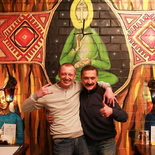 Александр Куллинкович и Александр Тиханович слушают альбом Мэрилина Мэнсона «Mechanical Animals»
