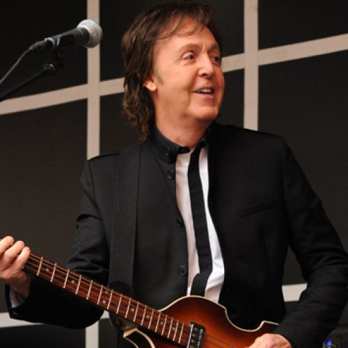 Пол Маккартни устроил спонтанный концерт на Таймс-сквер