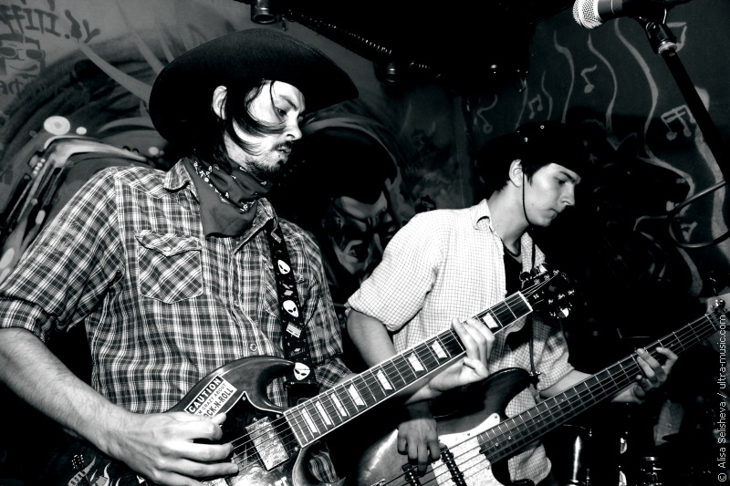 Grungy Wild West Party: 2MORROW2LATE и April Twins